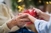 Perché non lasciare gli anziani da soli a Natale