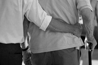 La frattura del femore negli anziani: come gestire la riabilitazione