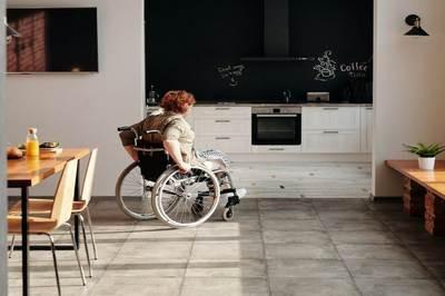 Come organizzare la casa a misura di persona sulla sedia a rotelle
